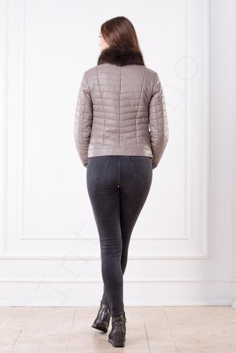 Куртка-пуховик женская 23-2017 с песцовым воротником бежевая сзади