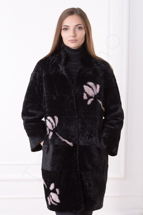 Пальто женское 201-2016 с розовыми цветами крупным планом