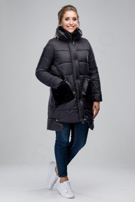 Серое пальто-пуховик с отделкой из кролика 74-2018 спереди