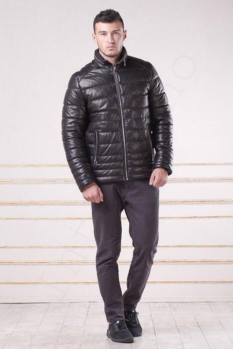 Мужской зимний кожаный пуховик со стойкой 97-2013 застегнутый